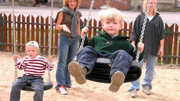 Do letních prázdnin by v Kladně mělo vzniknout sedm nových dětských hřišť.