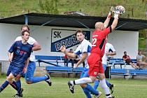 Okresní přebor: Družec (v modrém) podruhé za sebou doma nečekaně padl - Brandýsek vyhrál brankou Šulce 1:0.