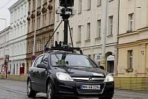 Speciální automobil natáčí z několika kamer umístěných na střeše ulice měst.