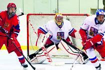 SLÁNSKÝ ZIMNÍ STADION potřebuje dlouhodobě finanční injekci doslova jako sůl. Svému účelu slouží už od roku 1980.  Snímek je z loňského  prosincového  utkání přípravky české hokejové reprezentace s Ruskem. Češi na slánském ledě zvítězili.