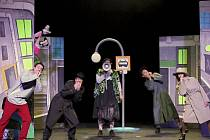 Premiéra hry Arnošta Goldflama Tatínek není k zahození se v Divadle Lampion koná v pátek od 18 hodin.