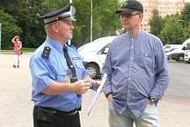 Strážníci každý dotaz zaznamenali, případně ho předali konkrétnímu odboru.