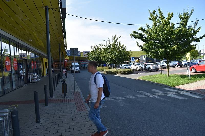 Testovací centrum v Kladně - Kročehlavech v nákupní zóně Kladno-jih.