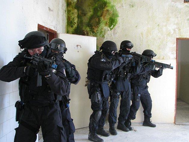 Policejní výcvik v Drnově u Slaného