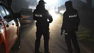 Policejní zásah v obci Líský po nálezu tří mrtvých těl