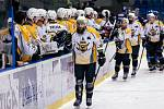 Po dlouhé koronapauze se hokejisté Kladna (v modrém) představili doma proti poslední Kadani a jasně vyhráli. Foto: Roman Mareš