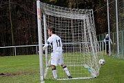 Lhota - Semice 5:1 (3:0)  Lhota potvrdila roli favorita, v síti jsou míč i mladý Kudela