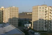Na poli v pruluce mezi paneláky by mohlo v sídlišti Na Dolíkách ve Slaném jednou vyrůst obchodní centrum. Ne všichni jsou ale pro.