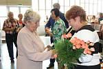 Každý ze zúčastněných obdržel krásnou kytičku a certifikát o absolvování studia.