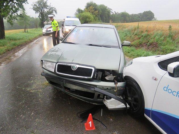 Nehoda se stala mezi Královicemi a Neprobylicemi na Slánsku.