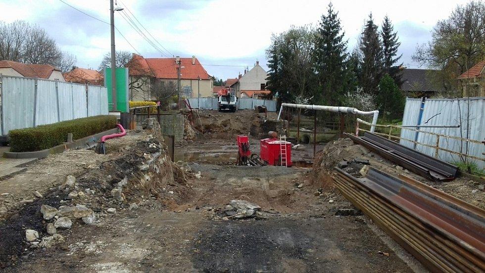 Zbouraný most ve Velvarech brzy nahradí nové těleso