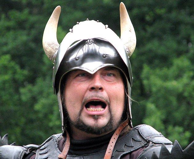 Petr Novák ztvárňuje v Divadle Traken postavu namyšleného a zákeřného rytíře. Přesto i on si u malých diváků nachází řadu sympatizantů.