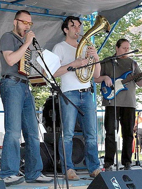 Kujooni zahrají v pátek ve Slaném.