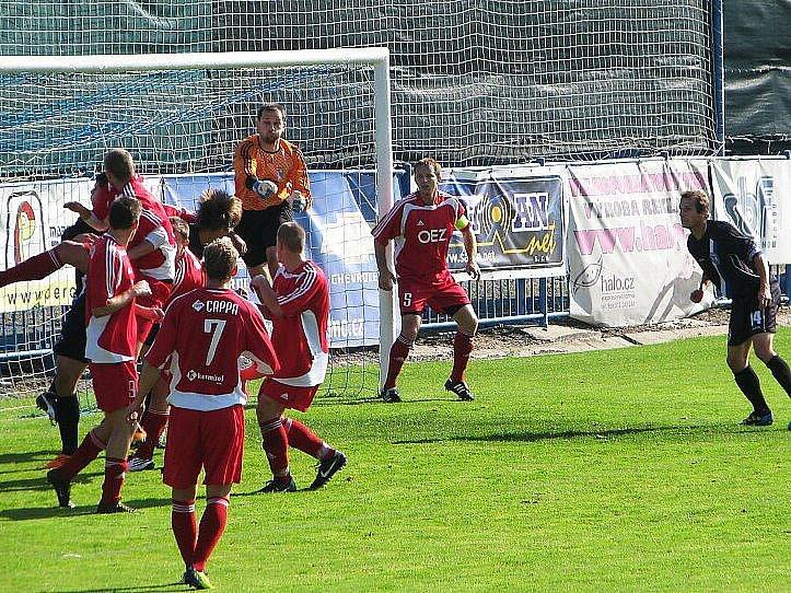 SK Kladno - Letohrad 1:1, po téhle akci následovala penalta Kladna