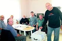 Václav Protiva z Trpoměch volí přímo v pokoji svého rodinného domu, který slouží jako volební místnost