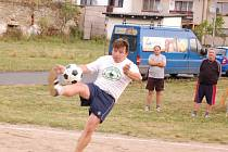 S pátým místem se museli spokojit při tradičním nohejbalovém turnaji ve Svéradicích  hráči domácího  týmu Bytovka.  Za něj statečně bojoval  především na síti také Václav Prokopius.