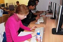 Lidé se základním vzděláním začínají znovu, učí se počítačovým dovednostem i získají rekvalifikaci.