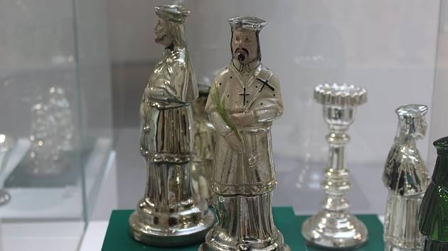Pavilonu skla v Klatovech v rámci doprovodného programu 13. ročníku Barokních jezuitských Klatov můžete navštívit výstavu Stříbřené poklady lidové zbožnosti.