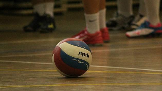 Volejbalový klub přibírá pomocí náborových kroužků nové členy.