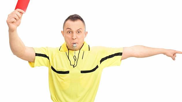 Amatérský fotbal v České republice dostal minimálně až do konce roku červenou kartu.