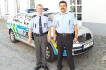 Policisté Vladimír Zajíc (vlevo) a Stanislav Štěpánek.