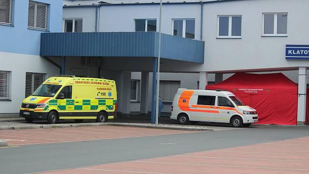Triážovací stanové centrum v Klatovské nemocnici.
