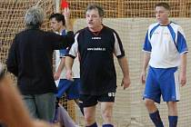 Zimní amatérská liga mužů: TJ Klatovy Lorenc (b) - FC Tučňáci, ST Smrk (ž) - PS Křeč.