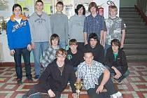 Mladíci z florbalového týmu Gymnázia Jaroslava Vrchlického v Klatovech