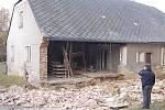 Částečně zřícený dům v Kašperských Horách