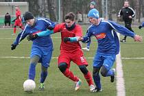 Zimní fotbalový turnaj mužů v Sušici: Nýrsko (v modrém) - Pačejov 2:1.