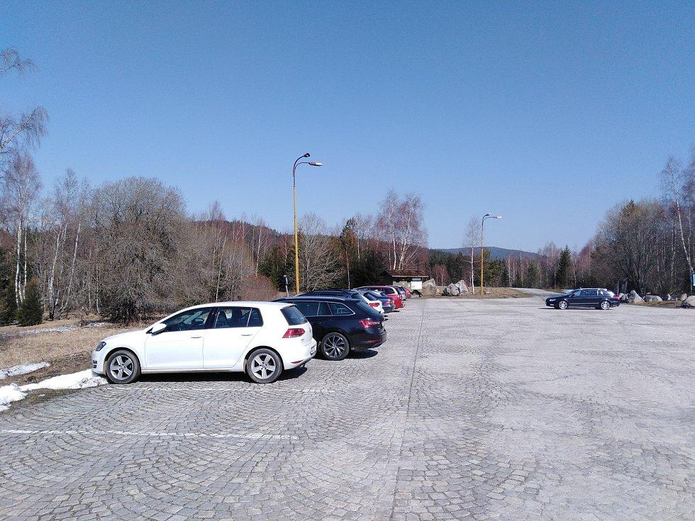 Parkoviště Slunečná u Prášil.