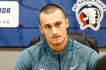 Michal Houdek bude od nové sezony oblékat dres ostravské Poruby, šestého týmu základní části uplynulého ročníku Chance ligy (první hokejová liga).