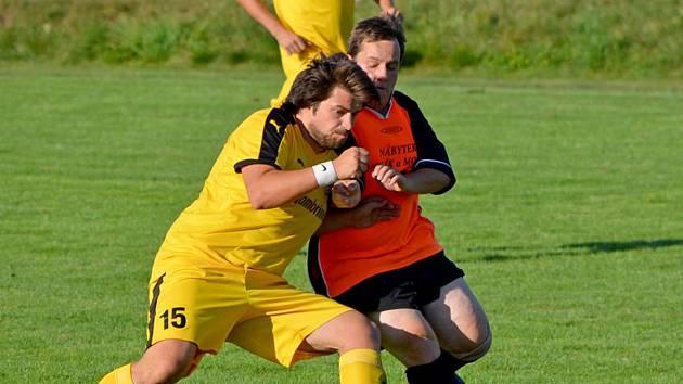 Fotbalisté Bolešin (na archivním snímku hráč ve žlutém dresu) čeká premiéra v I. B třídě. Soupeřem budou Přeštice B.