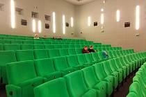 Kino v Sušici omezilo kapacitu návštěvníků na 95 osob a promítá dál.