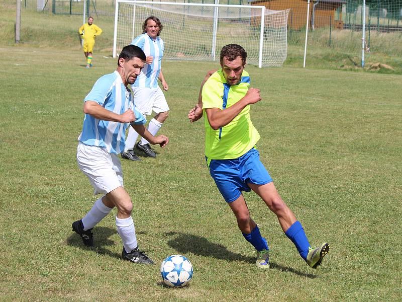 Nalžovské Hory (na archivním snímku hráči v modrobílých dresech) porazily Hory Matky Boží 3:0 a slaví první body v probíhající sezoně.