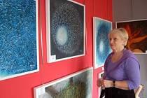 Výtvarné umění  autorů z regionu často v nové Galerii 11 obdivuje i Vlasta Tománková z Klatov.
