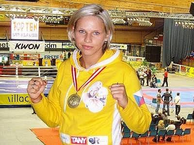 Kicboxerka Alena Holá