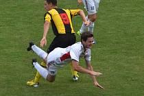 Předkolo Poháru FAČR: Milevsko - Klatovy (v bílém) 0:3.