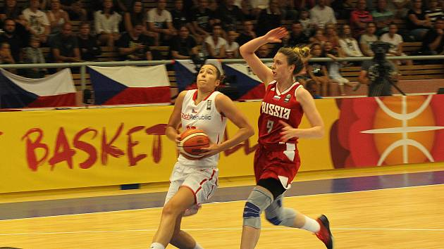 ME U20 v basketbalu: Česko (v bílém) vs. Rusko