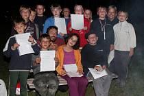 Noční předávání vysvědčení v Čachrově
