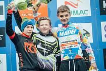 Mladý cyklokrosař Matyáš Fiala (uprostřed) vyhrál závod českého poháru v Uničově