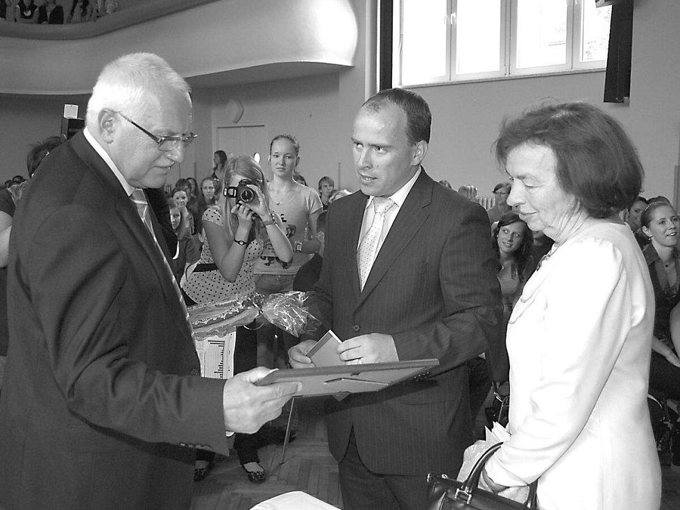 Prezident Václav Klaus s ředitelem Střední školy zemědělské a potravinářské v Klatovech