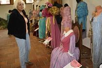 Výstava kostýmů z pohádek v muzeu v Sušici.