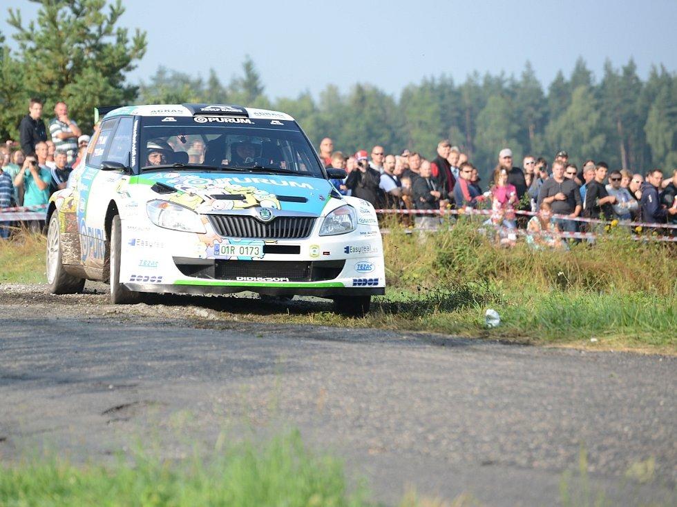 Posádky na tratích rychlostních zkoušek a v servisním zázemí rally Agropa