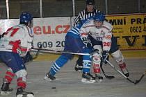 Hokejisté HC Klatovy prohráli v lize juniorů v neděli 14. února na domácím ledě s PZ Kladno 3:4.
