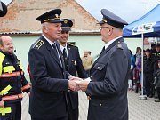 Předání nového auta hasičům v Janovicích nad Úhlavou.
