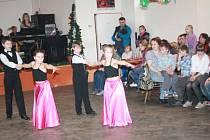 Taneční soubor Fialka MKS Sušice zpestřil oslavu MDŽ v Žichovicích