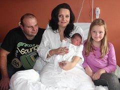 Amálie Mužíková z Klatov (3830 gramů, 52 cm) se narodila v klatovské porodnici 25. prosince ve 3.32 hodin. Rodiče Martina a Vladislav přivítali svoji očekávanou dcerku na svět společně. Ze sestřičky má radost i Terezka (8).