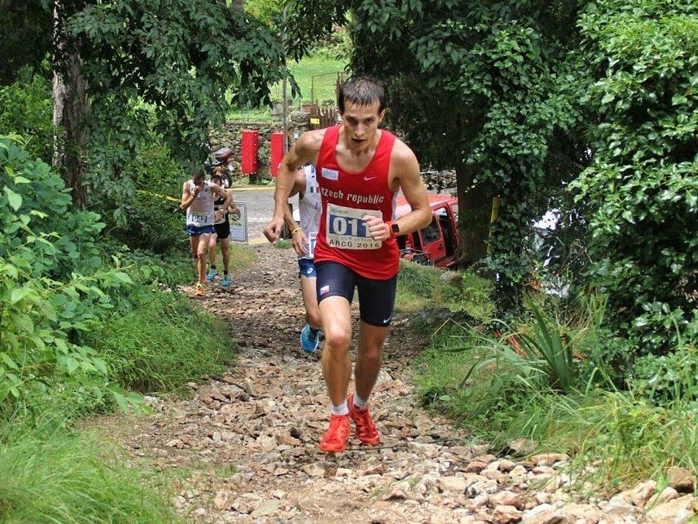 Běhy do vrchu sice nebývají extrémně dlouhé, zato velmi fyzicky náročné.