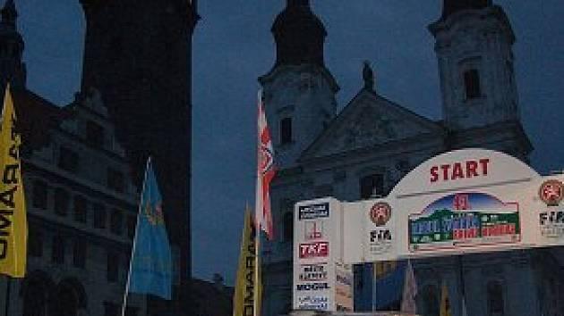 Předstartovní show Mogul Šumava Rallye v Klatovech.